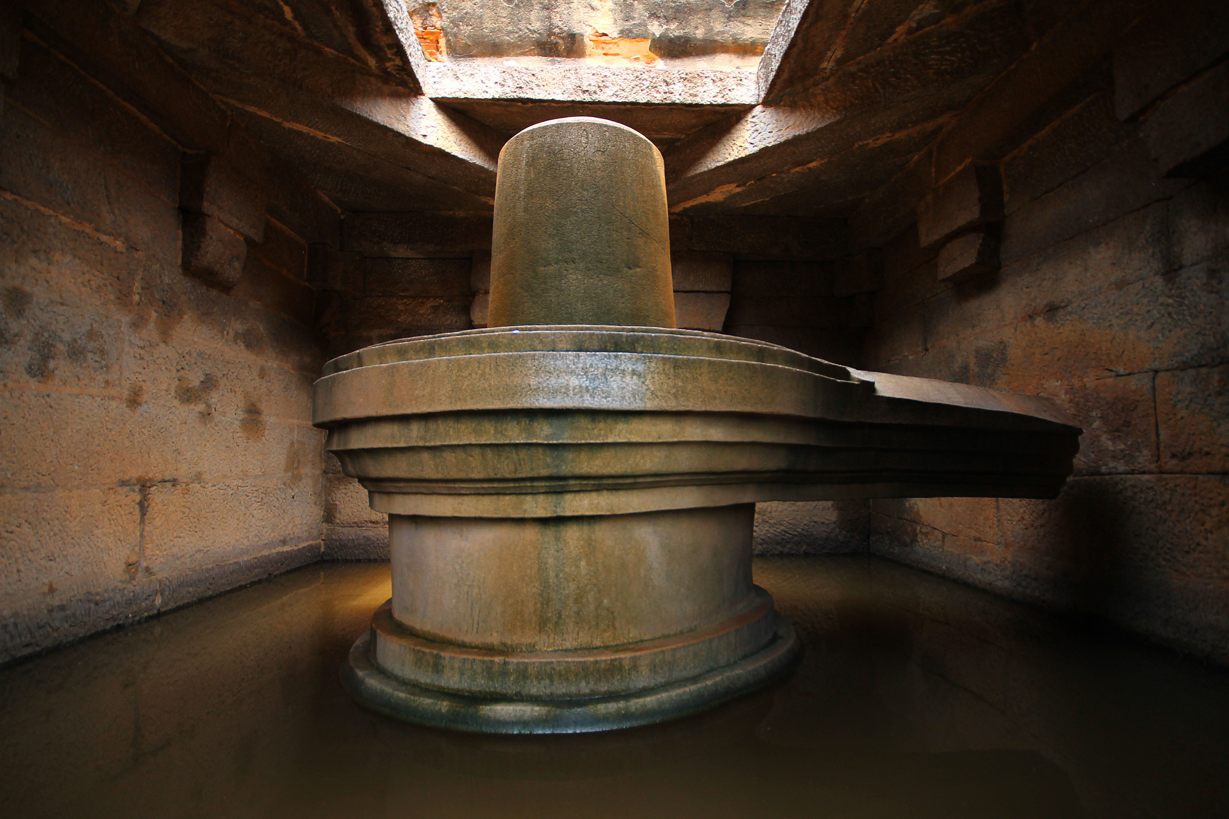 Lingam Statue File:The Magnificent S...