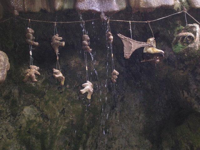 File:The Petrifying Well, Knaresborough - geograph.org.uk - 1404259.jpg