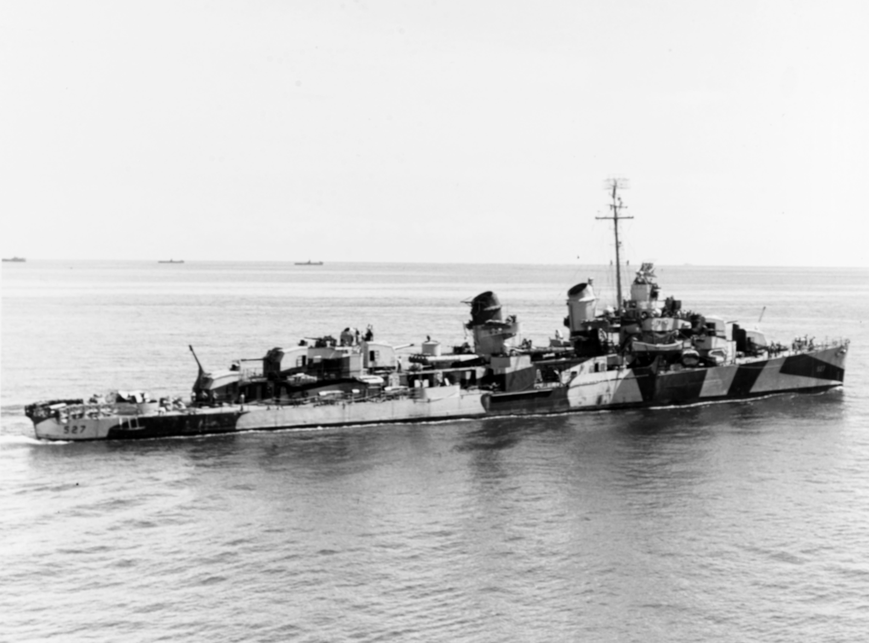 Ammen (DD-527) underway off Leyte, 20–24 October 1944