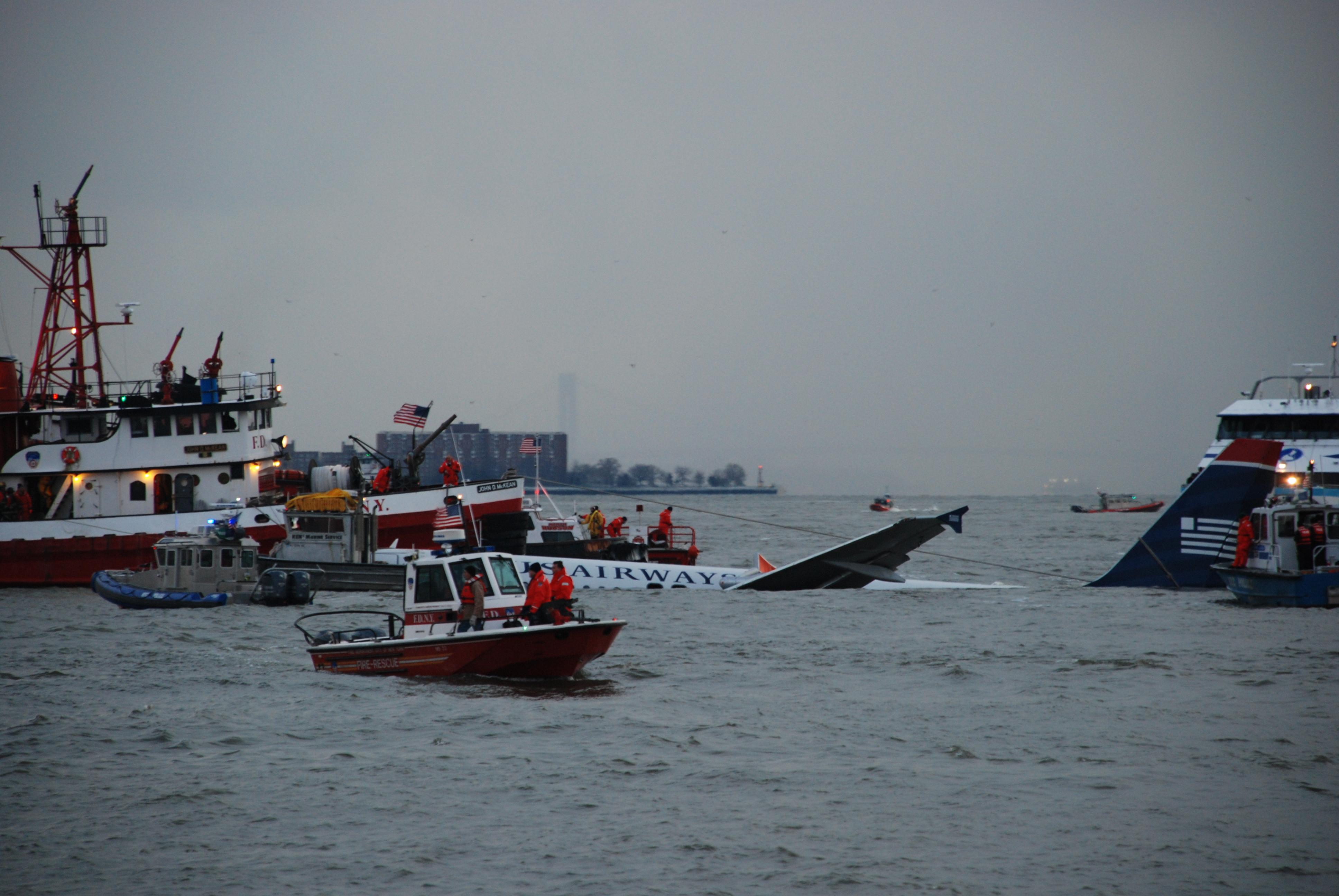File:US Air Flight 1549 rescue efforts.jpg