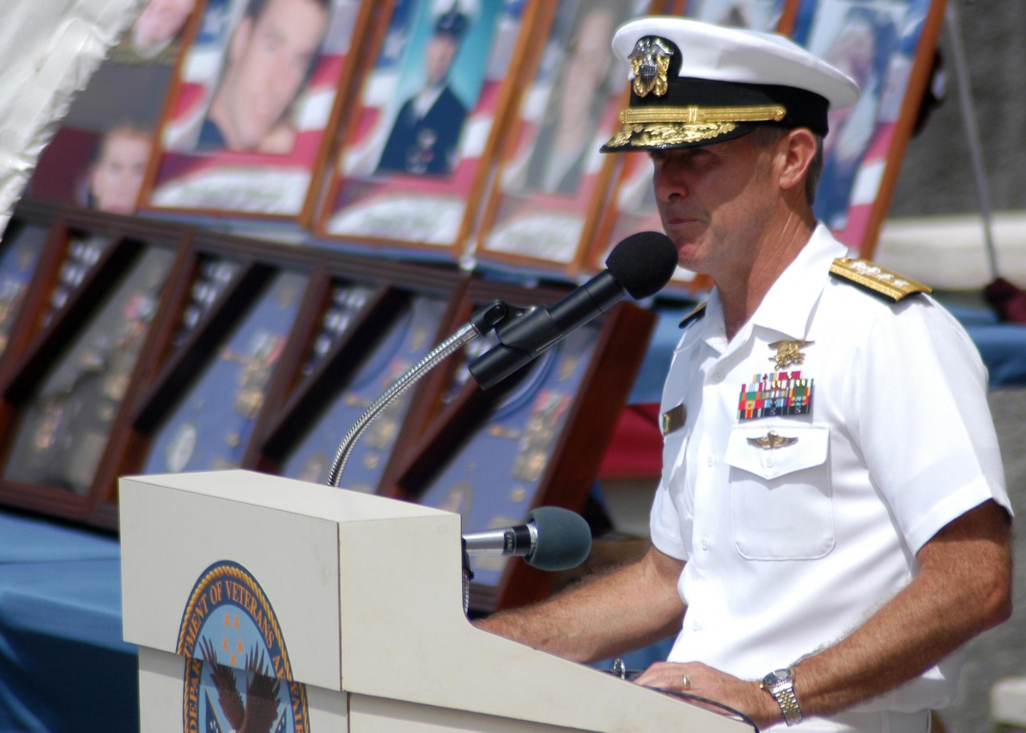File:US Navy 050711-N-3019M-006 Commander, Naval Special Warfare ...