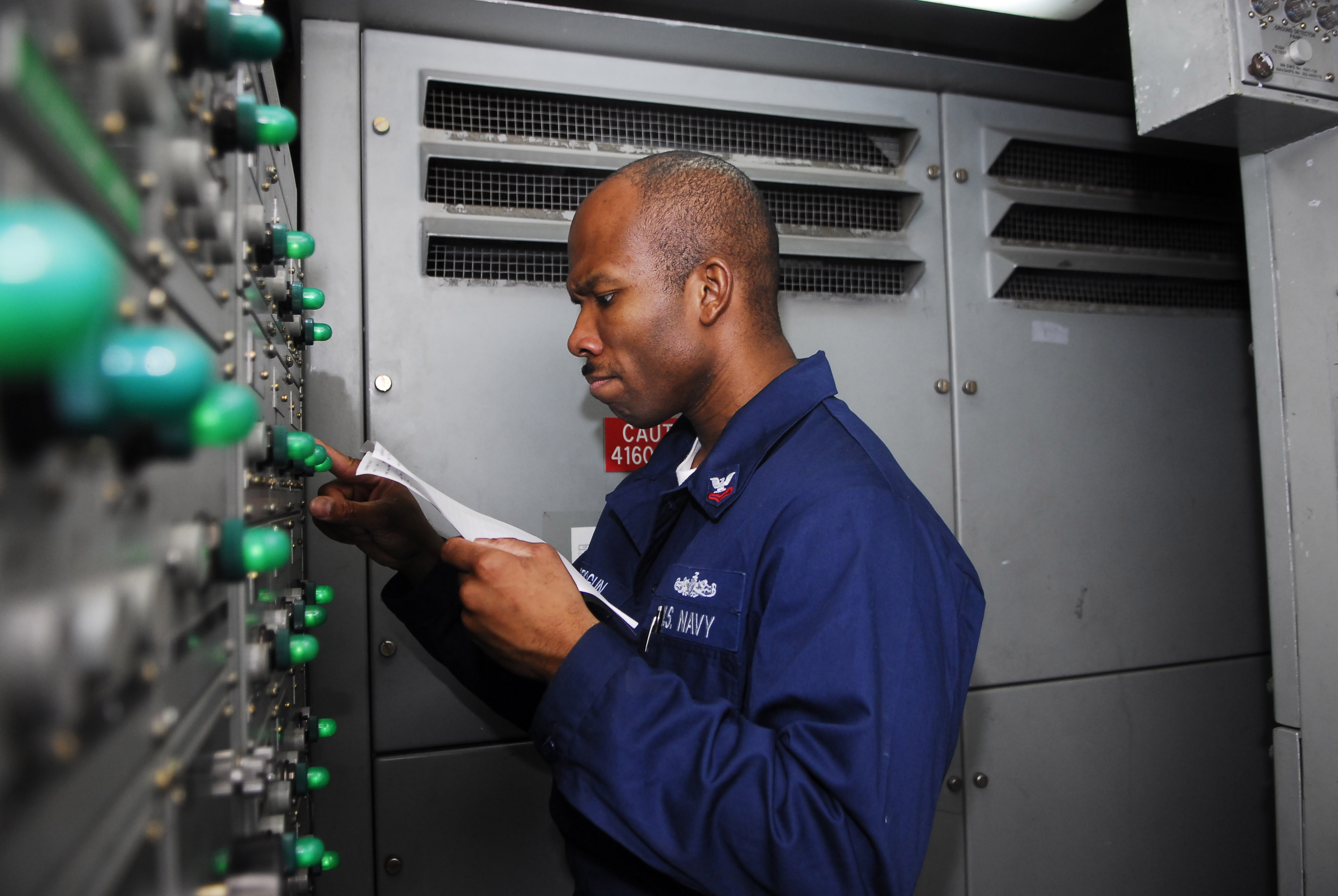 File:US Navy 090513-N-0096C-019 Electrician's Mate 2nd Class James ...