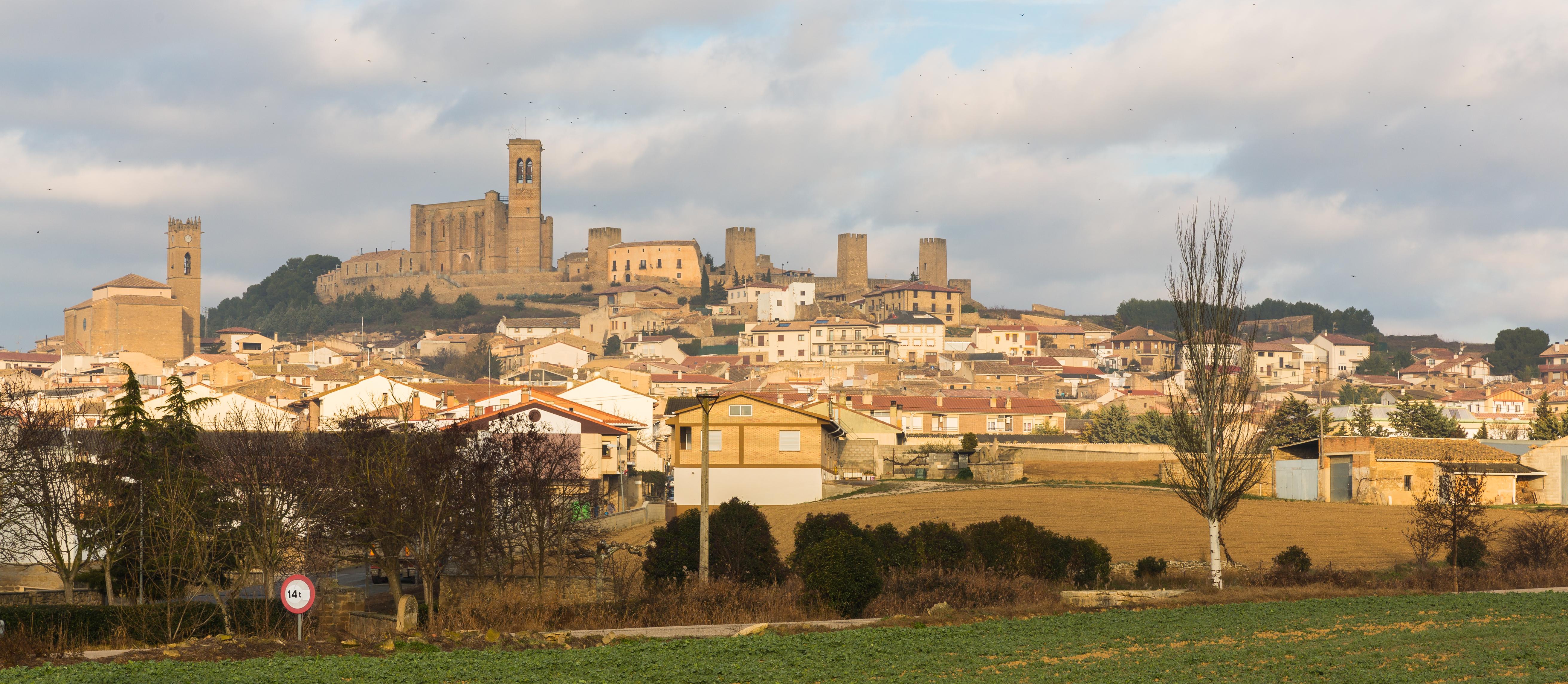 Archivo:Vista de Artajona, Navarra, España, 2015-01-06, DD 01.JPG ...