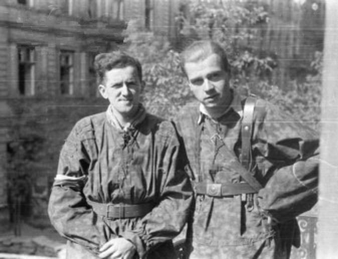 File:Warsaw Uprising by Chrzanowski - Przemarsz przez Piekło - 14726.jpg