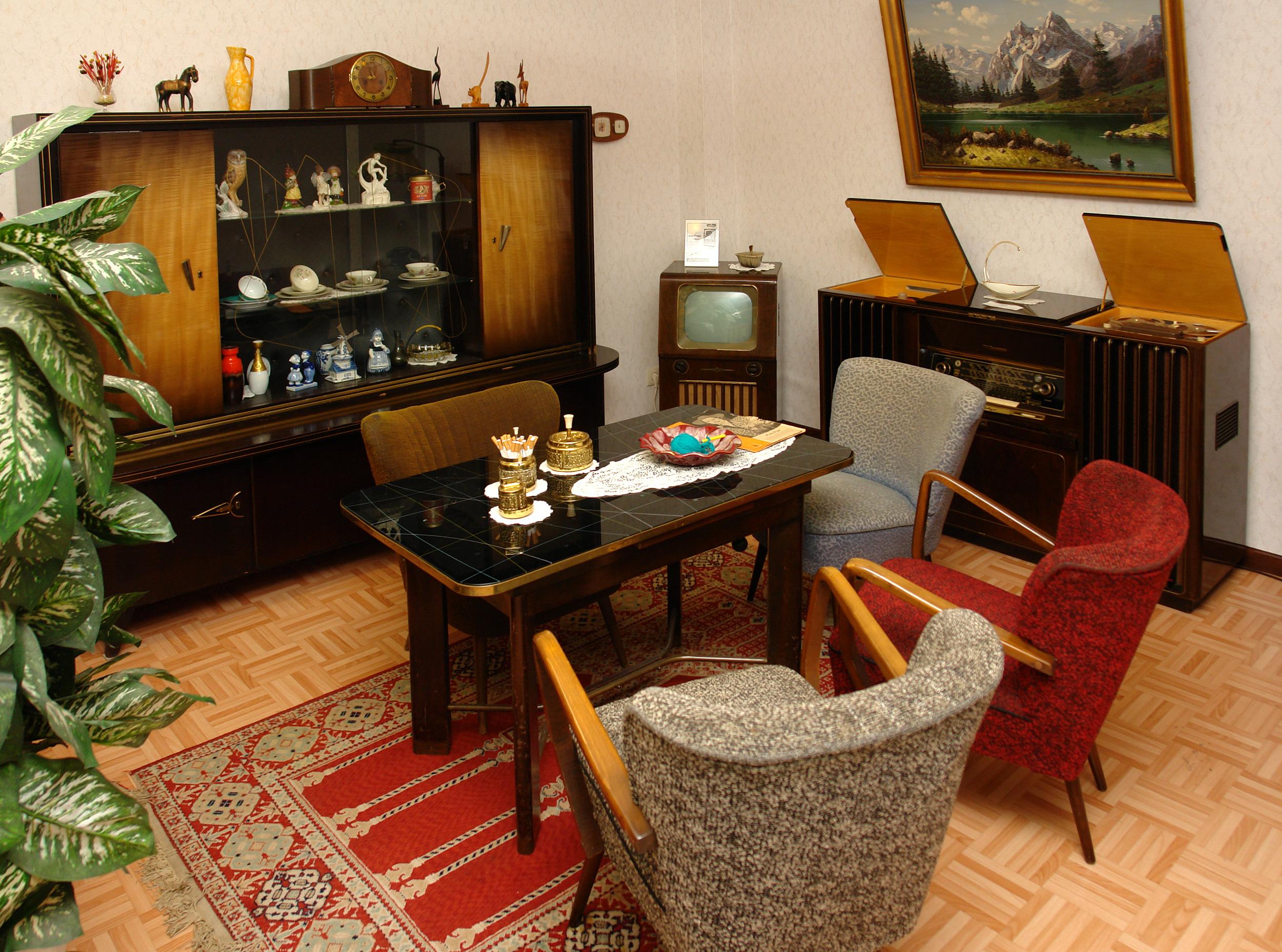 datei wohnzimmer 1950er jahre gehobene technische ausstattung jpg
