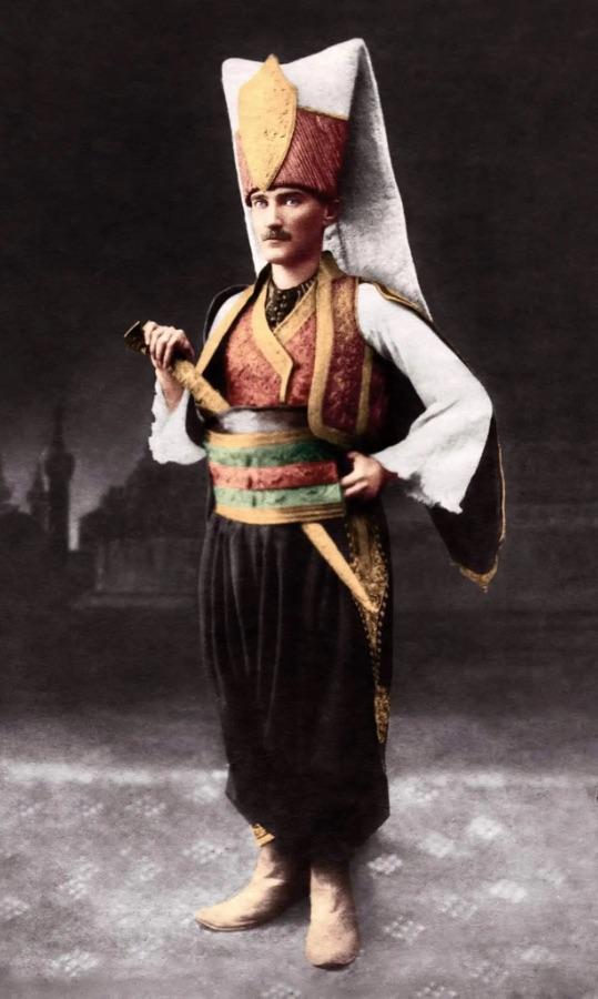 File:Yeniçeri Atatürk.JPG
