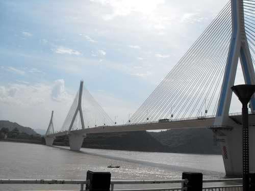 Yiling Yangtze River Bridge.jpg