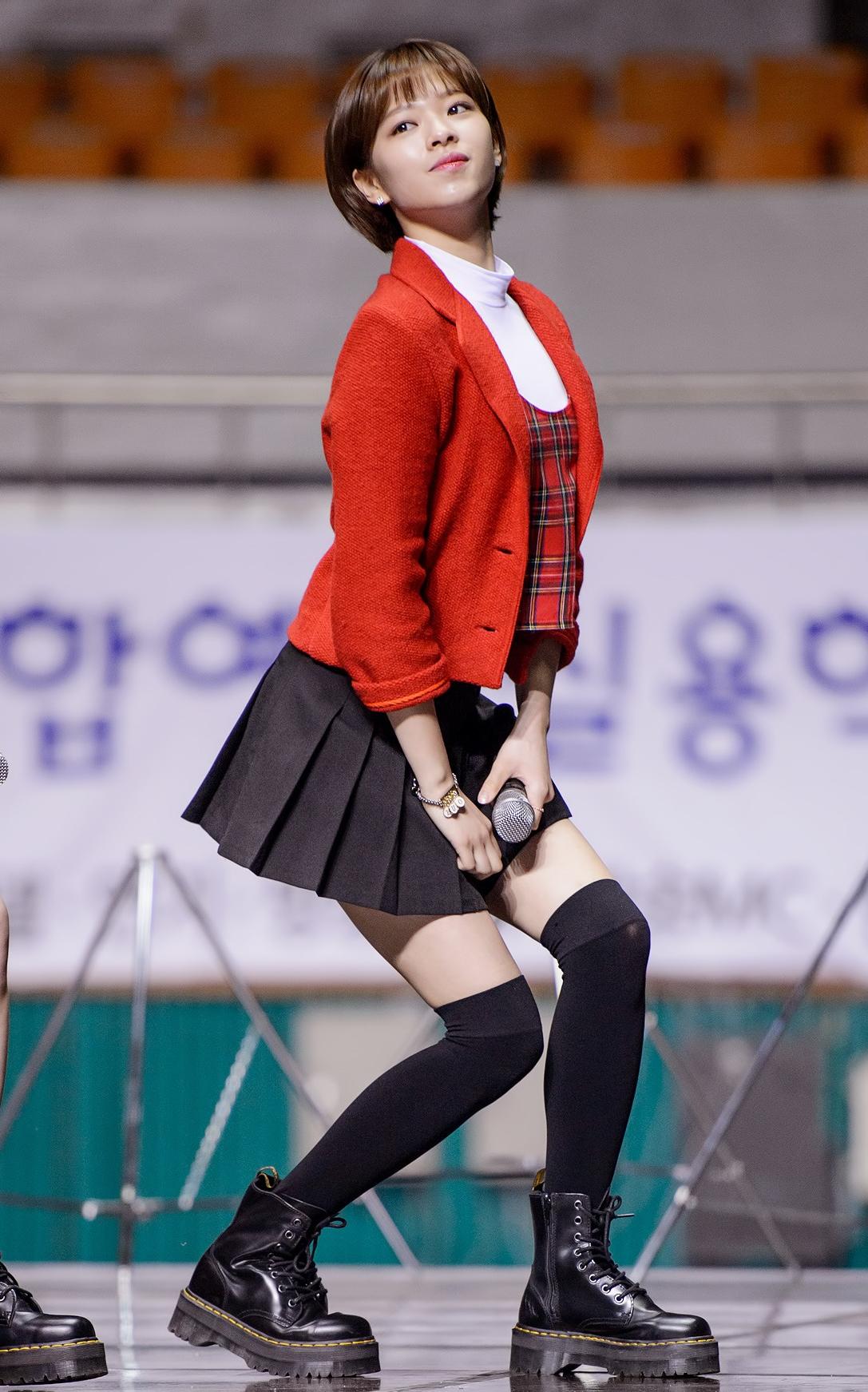 file yoo jeong yeon performing at sac 2016 jpg wikimedia commons