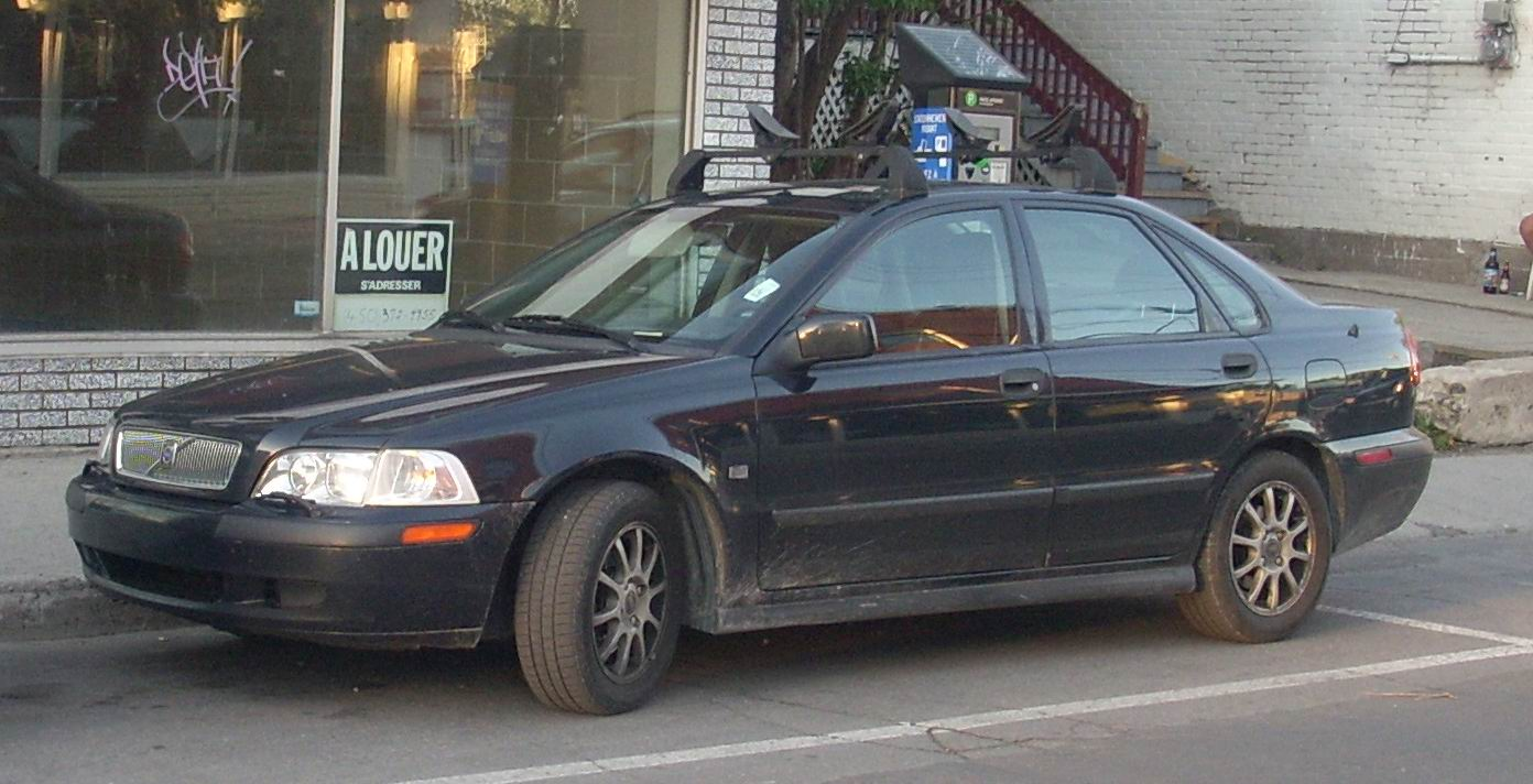 File:'00-'02 Volvo S40.JPG - Wikimedia Commons