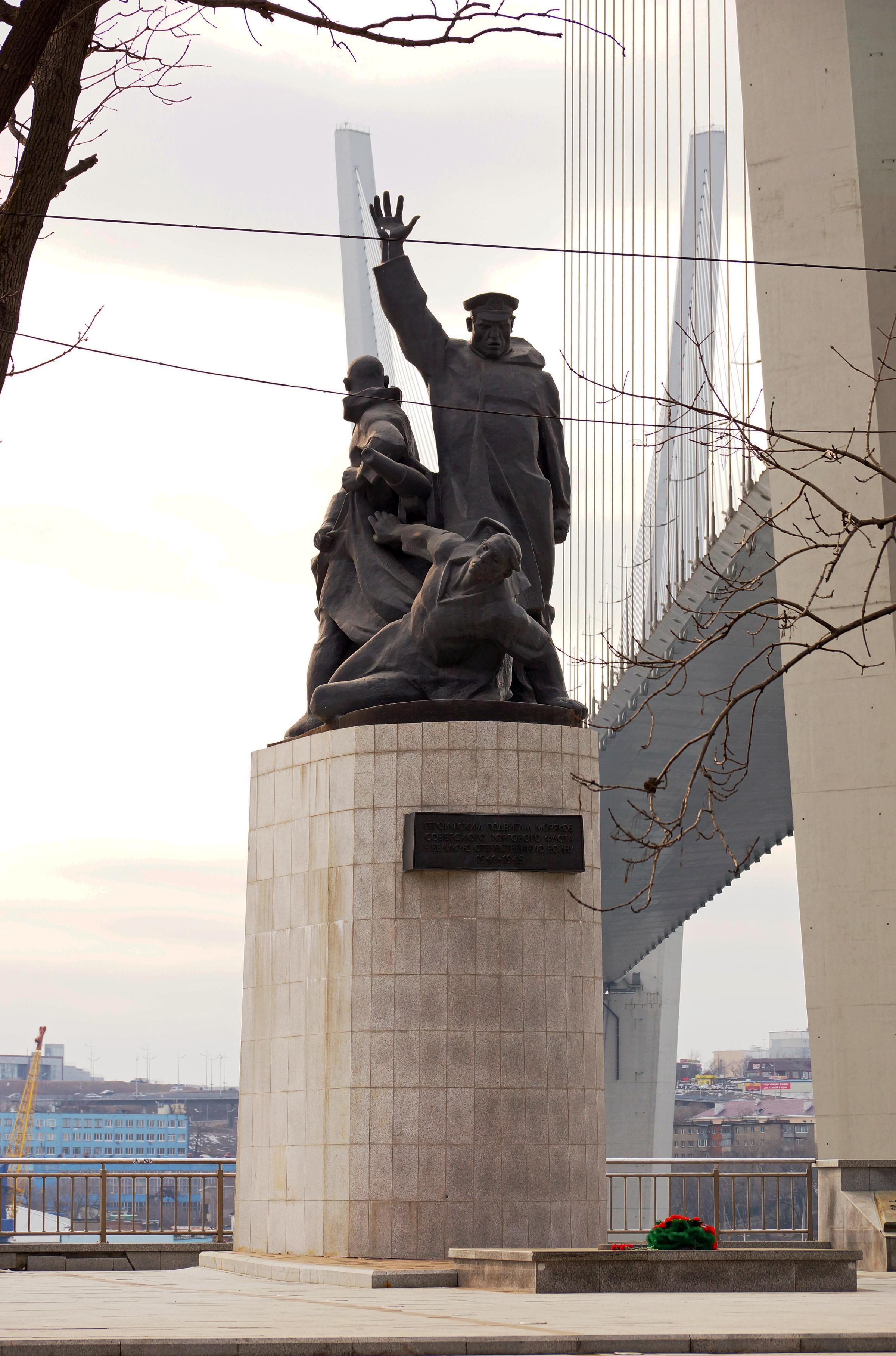 памятник морякам торгового флота фото прожекторы, являясь