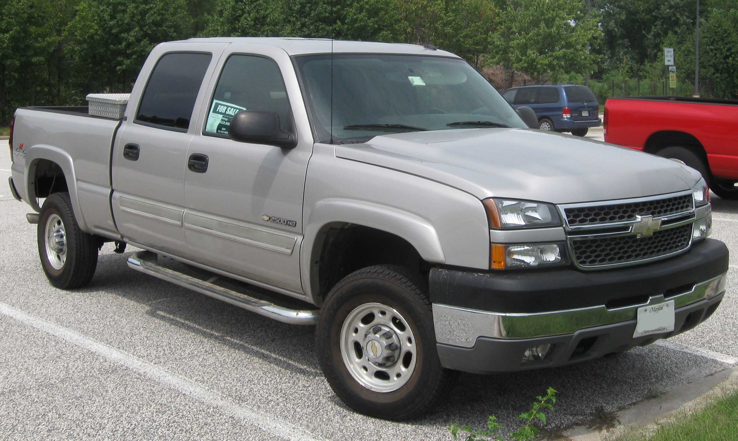 Description 2005 Chevrolet Silverado 2500HD.jpg
