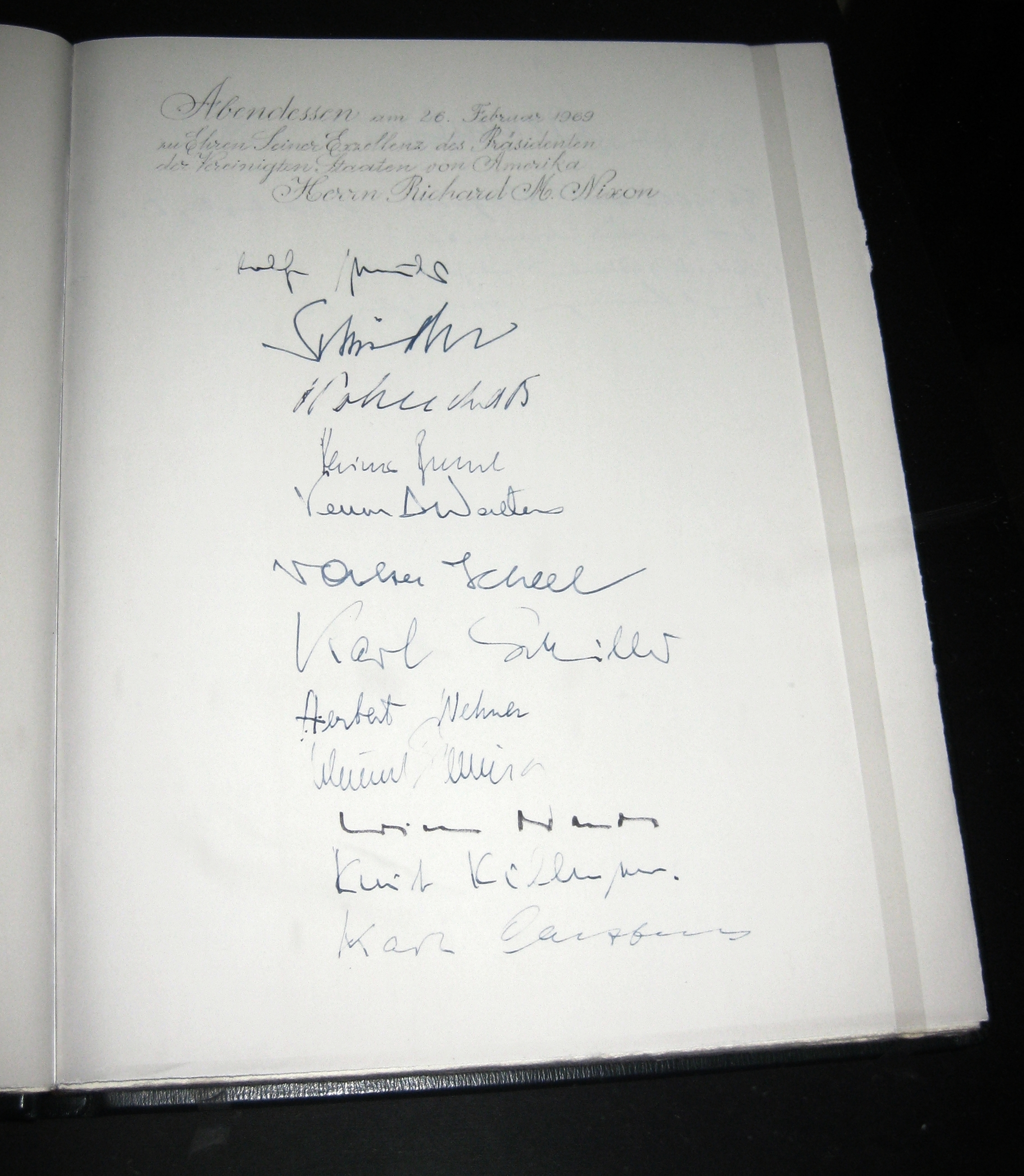 File:2012-03-27 Bonn Kanzlerbungalow Gaestebuch (1).JPG ...