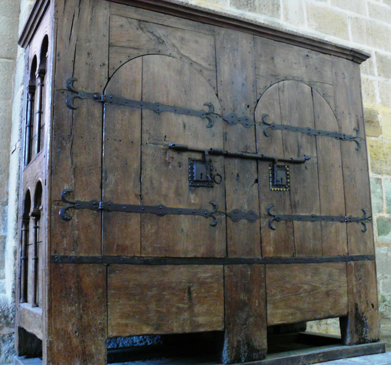 File aubazine abbatiale armoire jpg wikimedia commons for Armoire ancienne