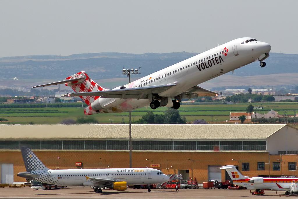 File:Boeing 717-2BL Volotea EC-LQI.jpg - Wikimedia Commons