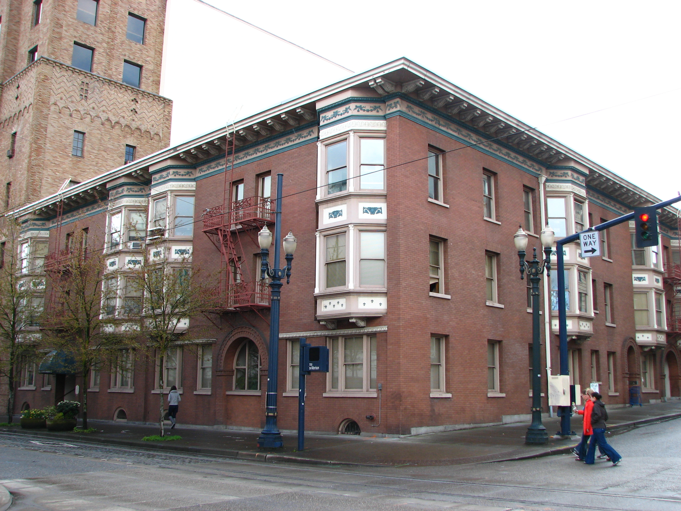 File:Bronaugh Apartments - Portland Oregon.jpg - Wikimedia ...