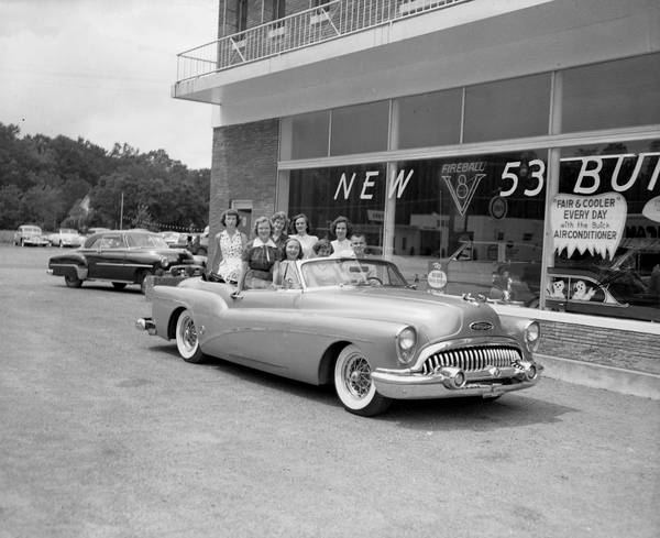 Buick_dealership_in_Tallahassee,_Florida