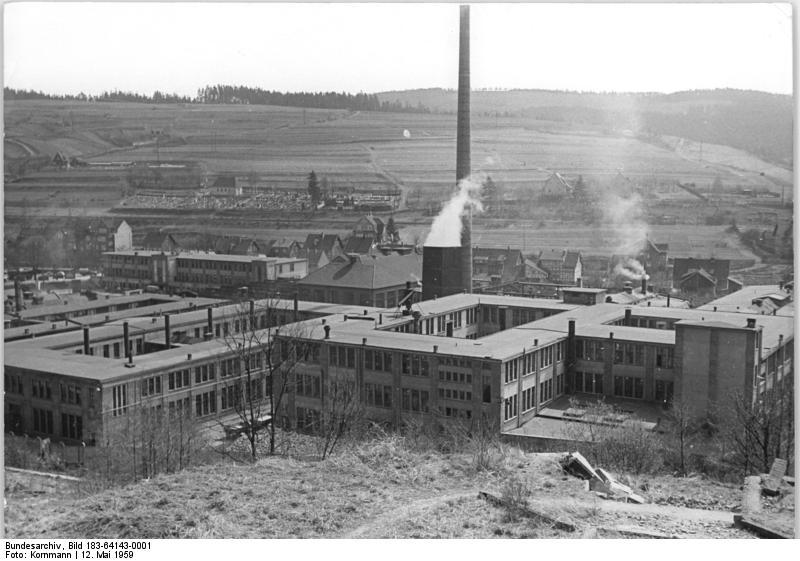 File:Bundesarchiv Bild 183-64143-0001, Suhl, VEB Mewa Fahrzeug- und Gerätewerk Simson.jpg
