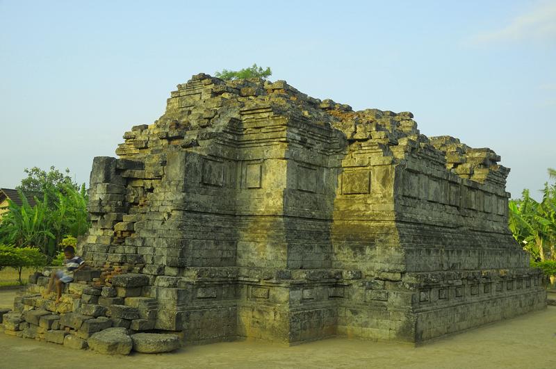 Berkas:Candi Sanggrahan 3550032.jpg