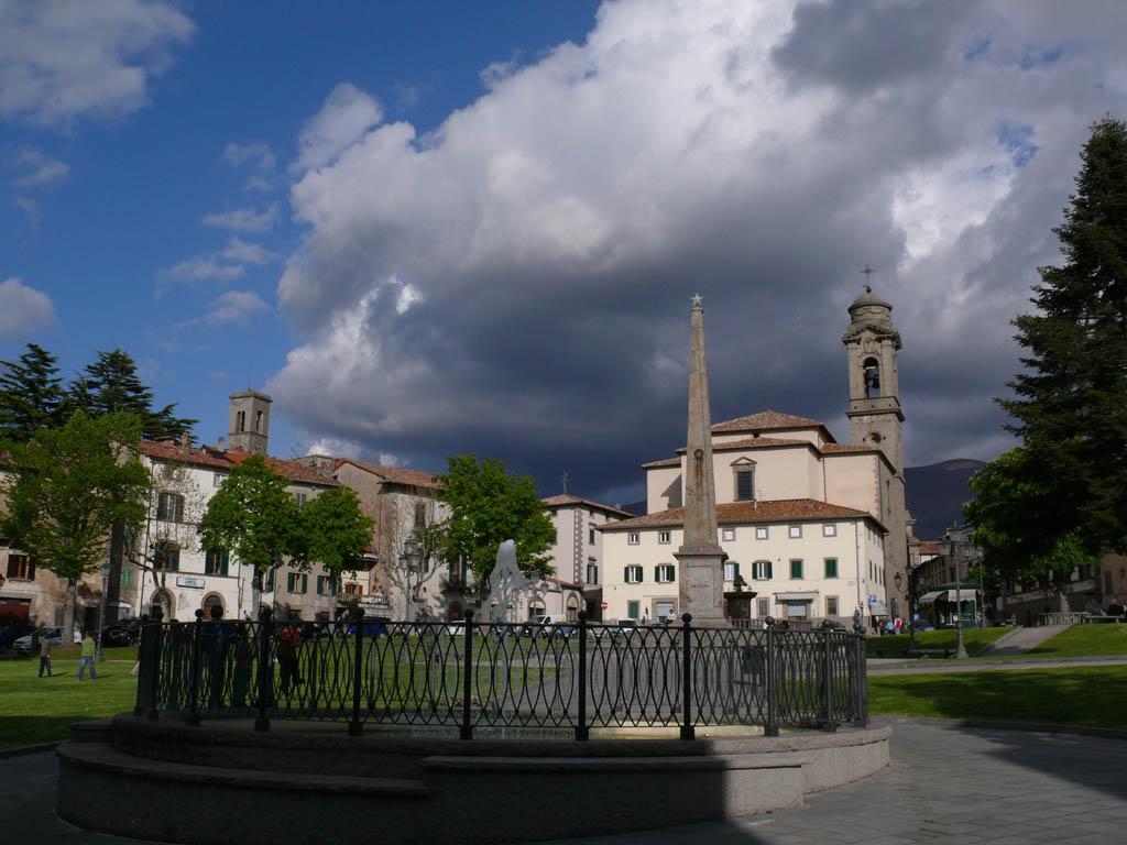 Piazza Garibaldi, con l'obelisco dedicato all'eroe dei due mondi