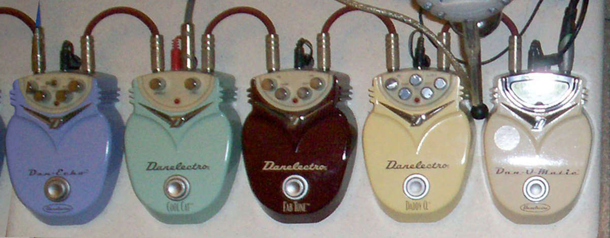 Danelectro_guitar_effects_ _side_of_Gibson_Guitar_Robot_V1 danelectro wikipedia danelectro longhorn bass wiring diagram at et-consult.org