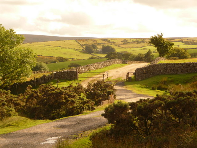 Dunnabridge, farm entrance - geograph.org.uk - 1466655