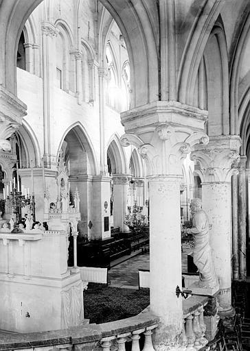Eglise  Vue diagonale de la nef, prise de lautel  ManteslaJolie