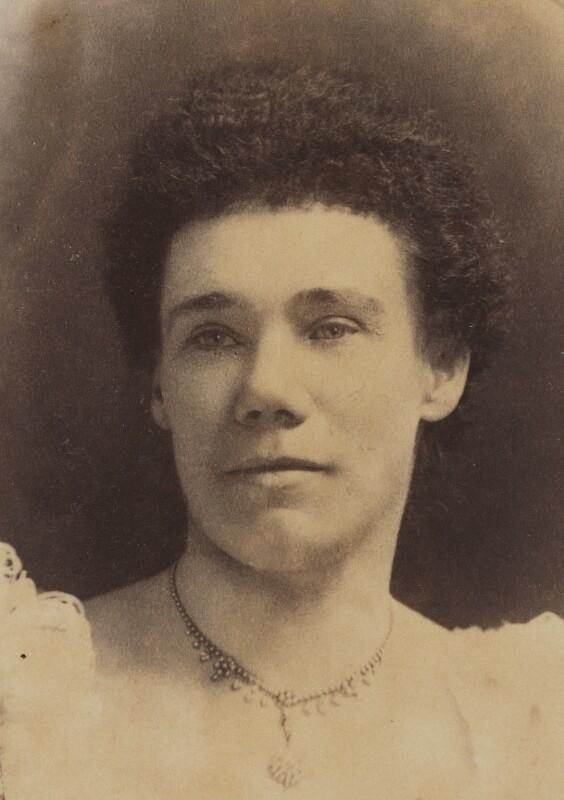 https://upload.wikimedia.org/wikipedia/commons/4/4e/Ellen_Thorneycroft_Fowler.jpg