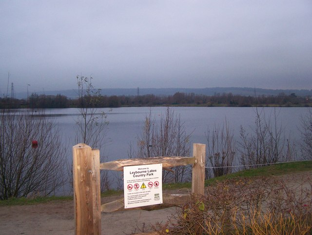 Entrance into Leybourne Lakes Country Park - geograph.org.uk - 1084371