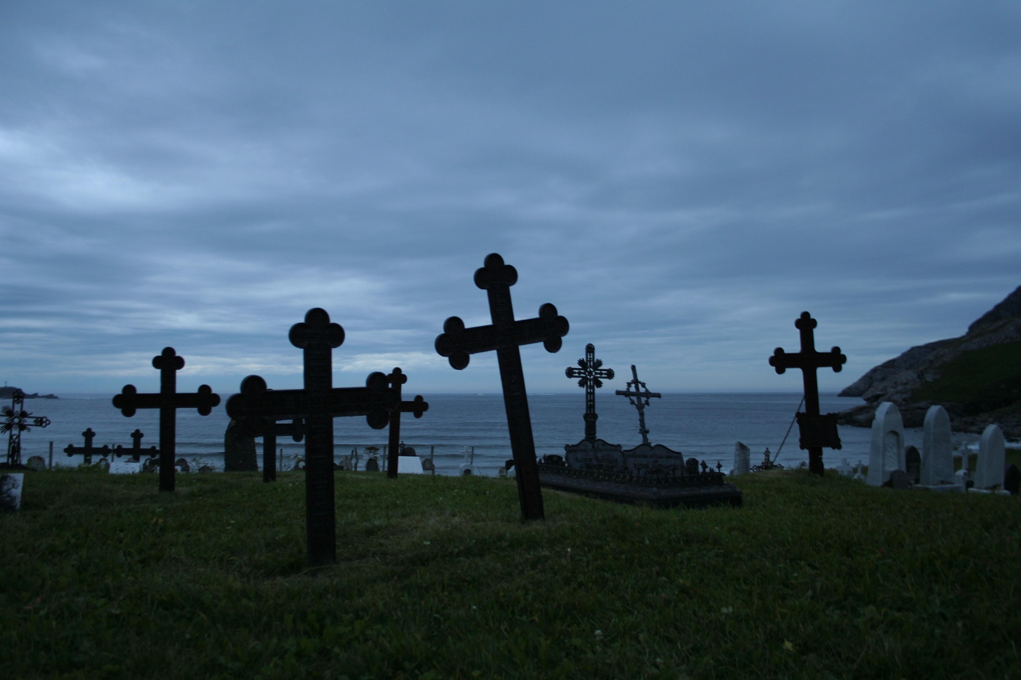 Resultado de imagem para graveyard