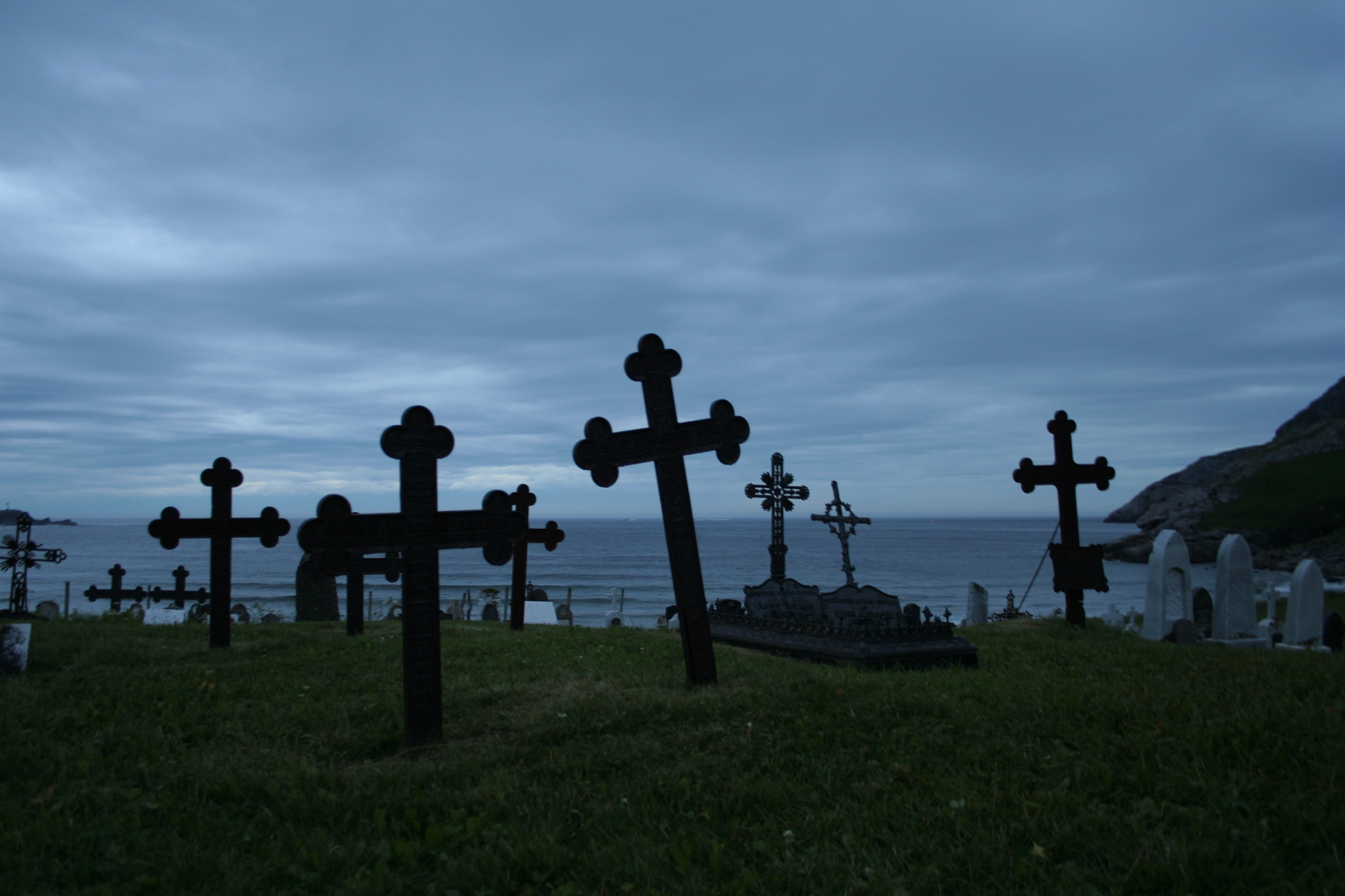 file ervik graveyard midnight jpg wikimedia commons