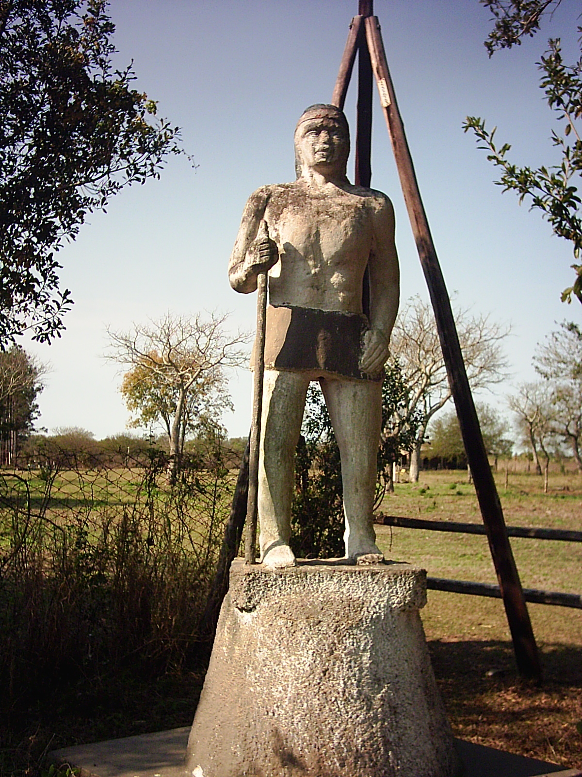 File:Estatua Cacique Leoncito.