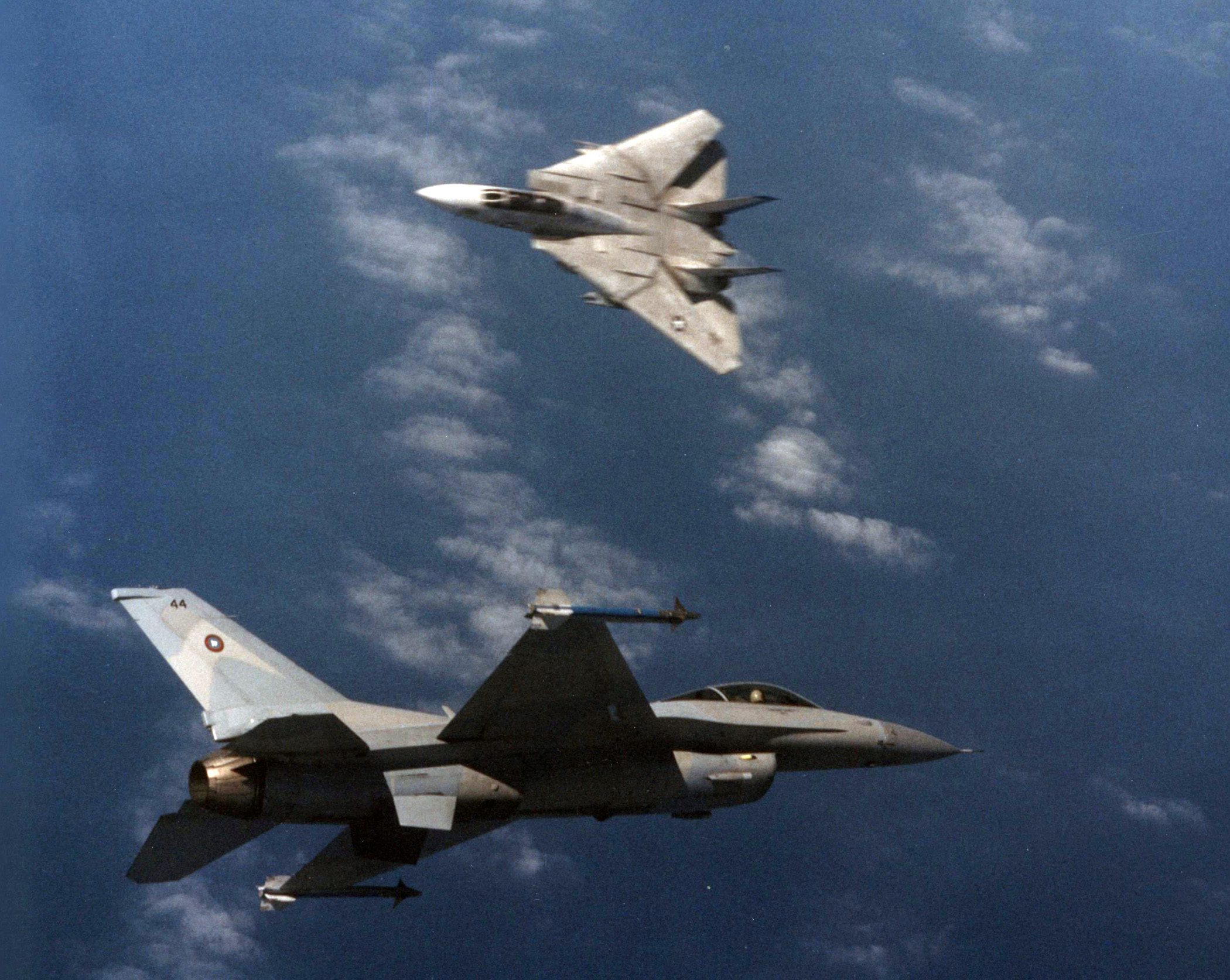 File:F-14A Tomcat of VF-213 in dogfight with TopGun F-16N in March