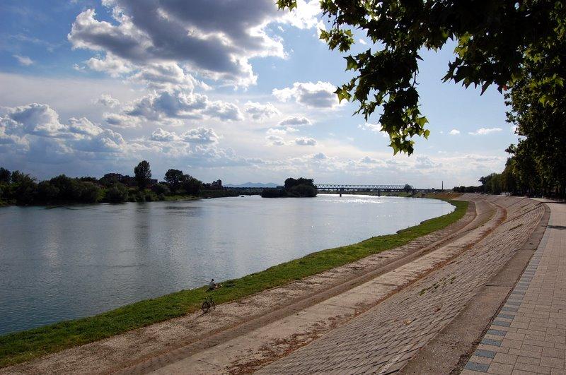 File:Fluss Save Slavonski Brod.JPG