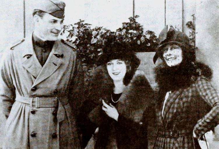 File:Fred Thomson, Frances Marion, Mary Pickford - Dec 1919 EH.jpg