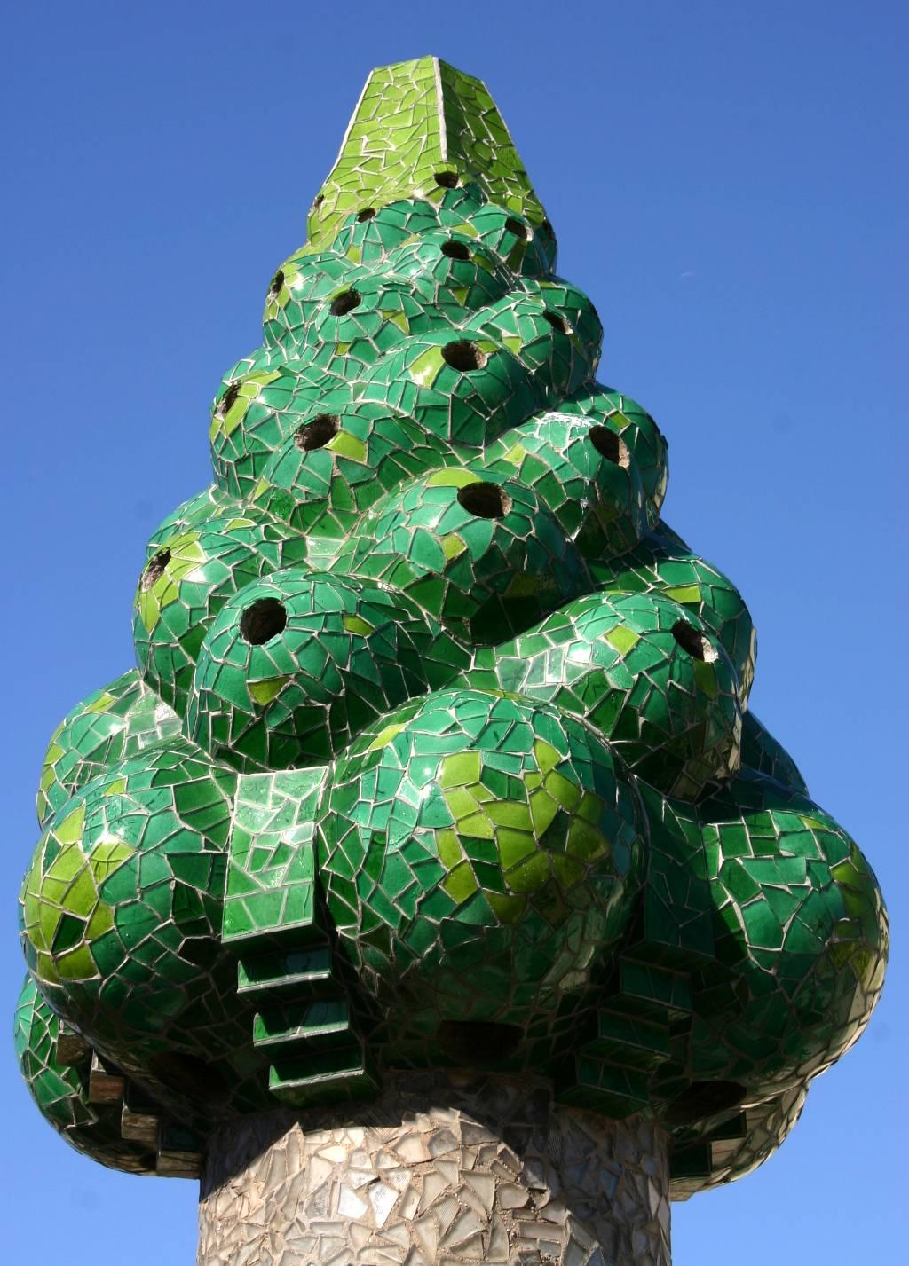 File:Gaudis chimneys 3, Palau Guell, Barcelona (IMG 5431a ...