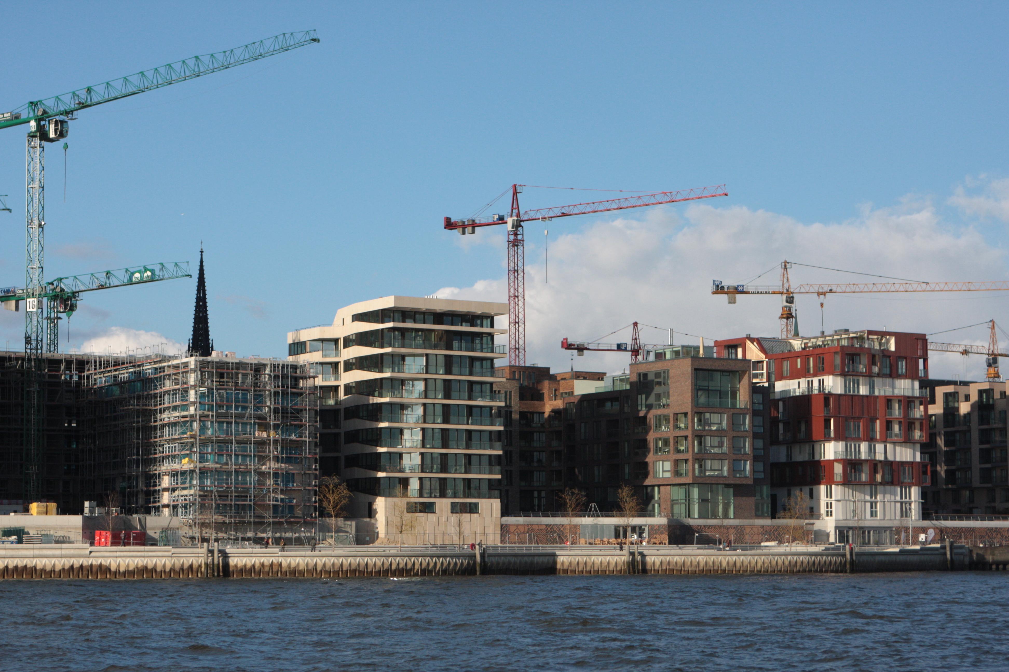 http://upload.wikimedia.org/wikipedia/commons/4/4e/Hamburg_Hafencity_Baustelle_2008-03-18.JPG