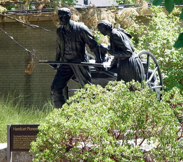 File:Handcart Mormon Pioneers.jpg