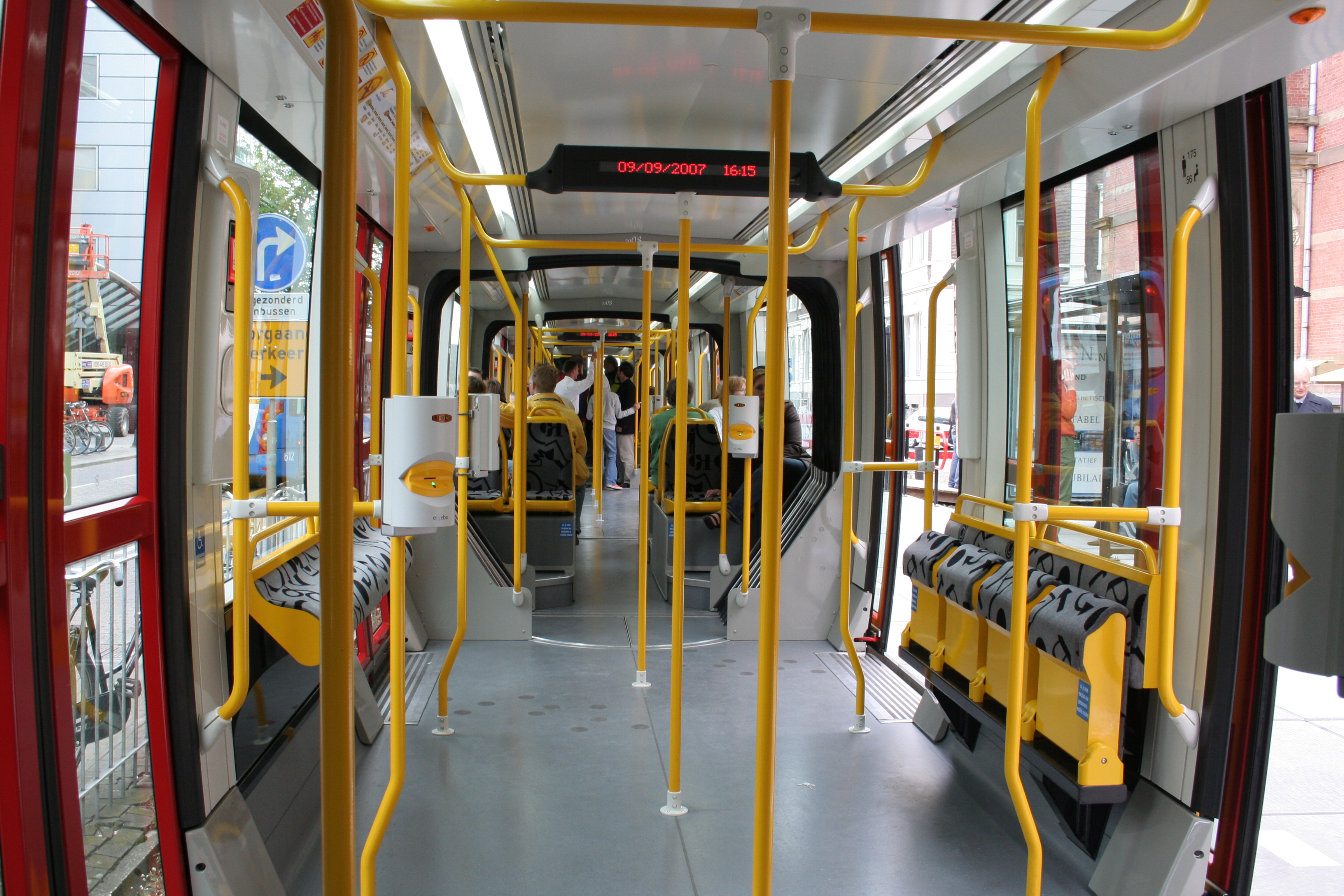 Bestand interieur tram mulhouse jpg wikipedia for Interieur wikipedia