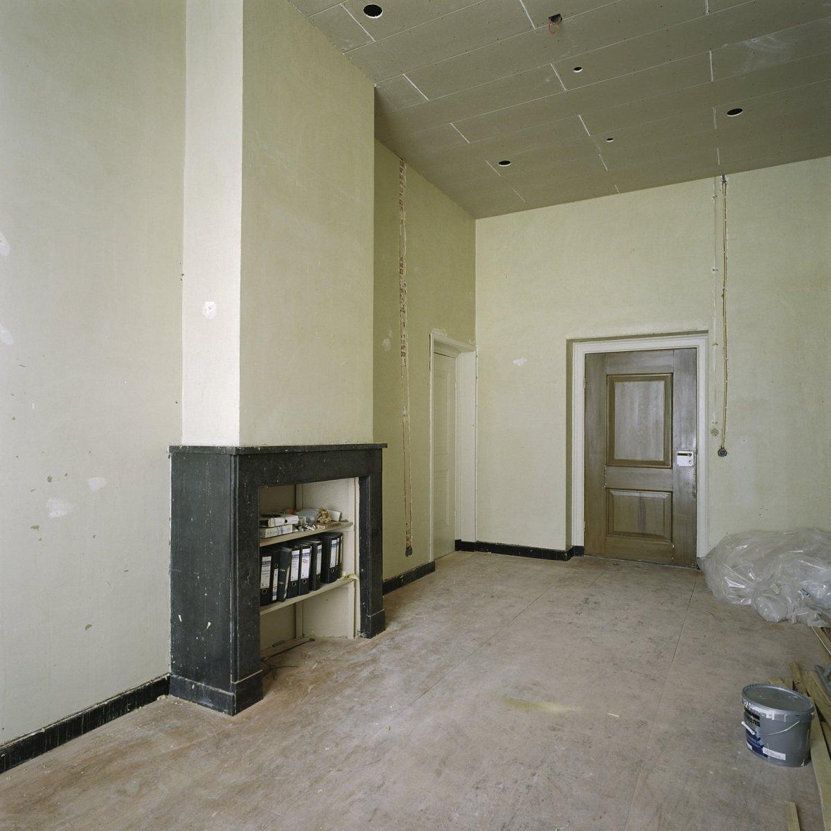 File interieur kelder kamer k 213 tijdens werkzaamheden for Kamer interieur