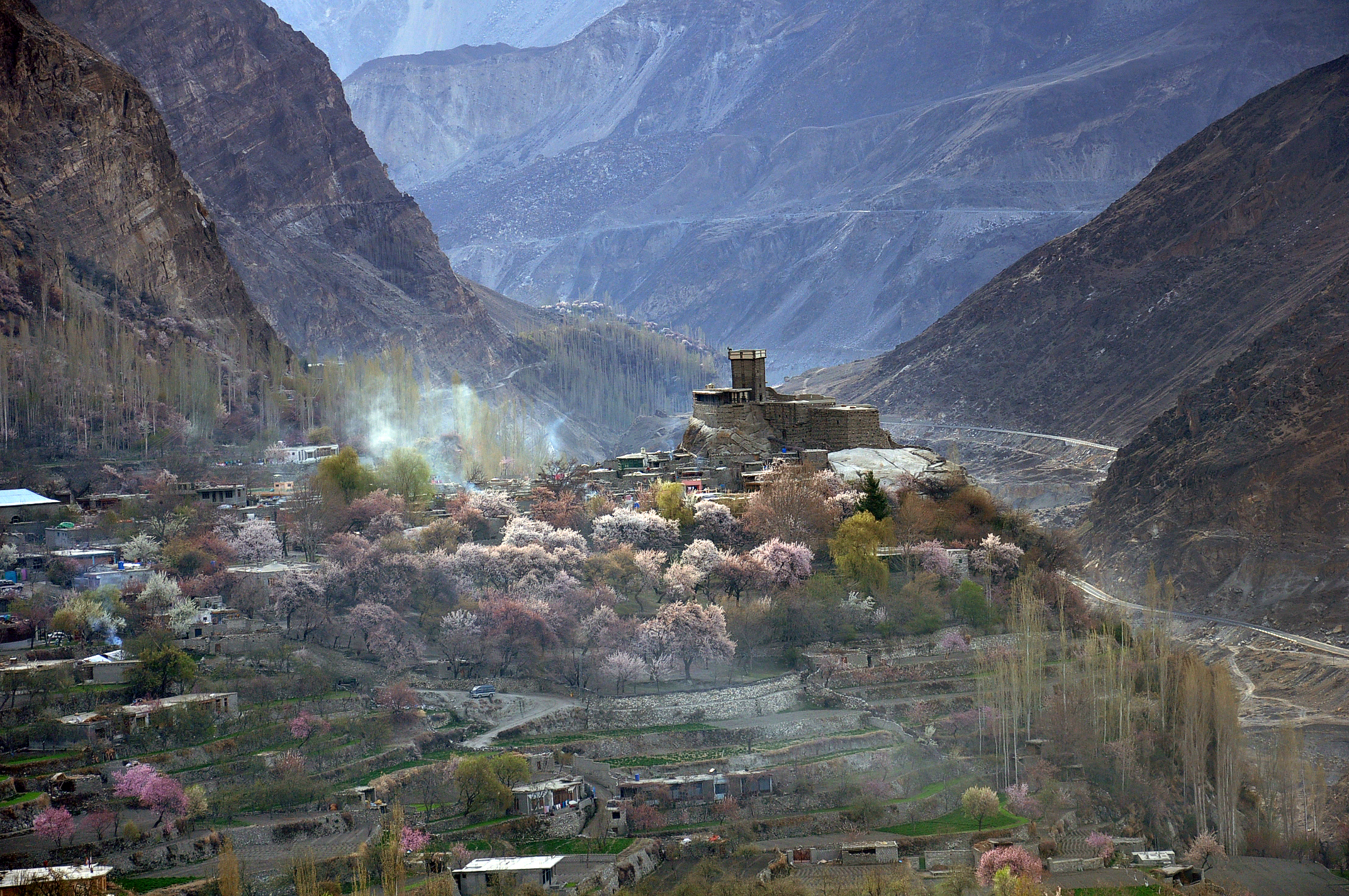 File:Majestic Altit Fort Hunza Valley.jpg - Wikimedia Commons