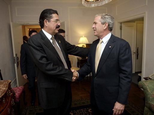 File:Manuel Zelaya with George Bush September 18, 2006.jpg