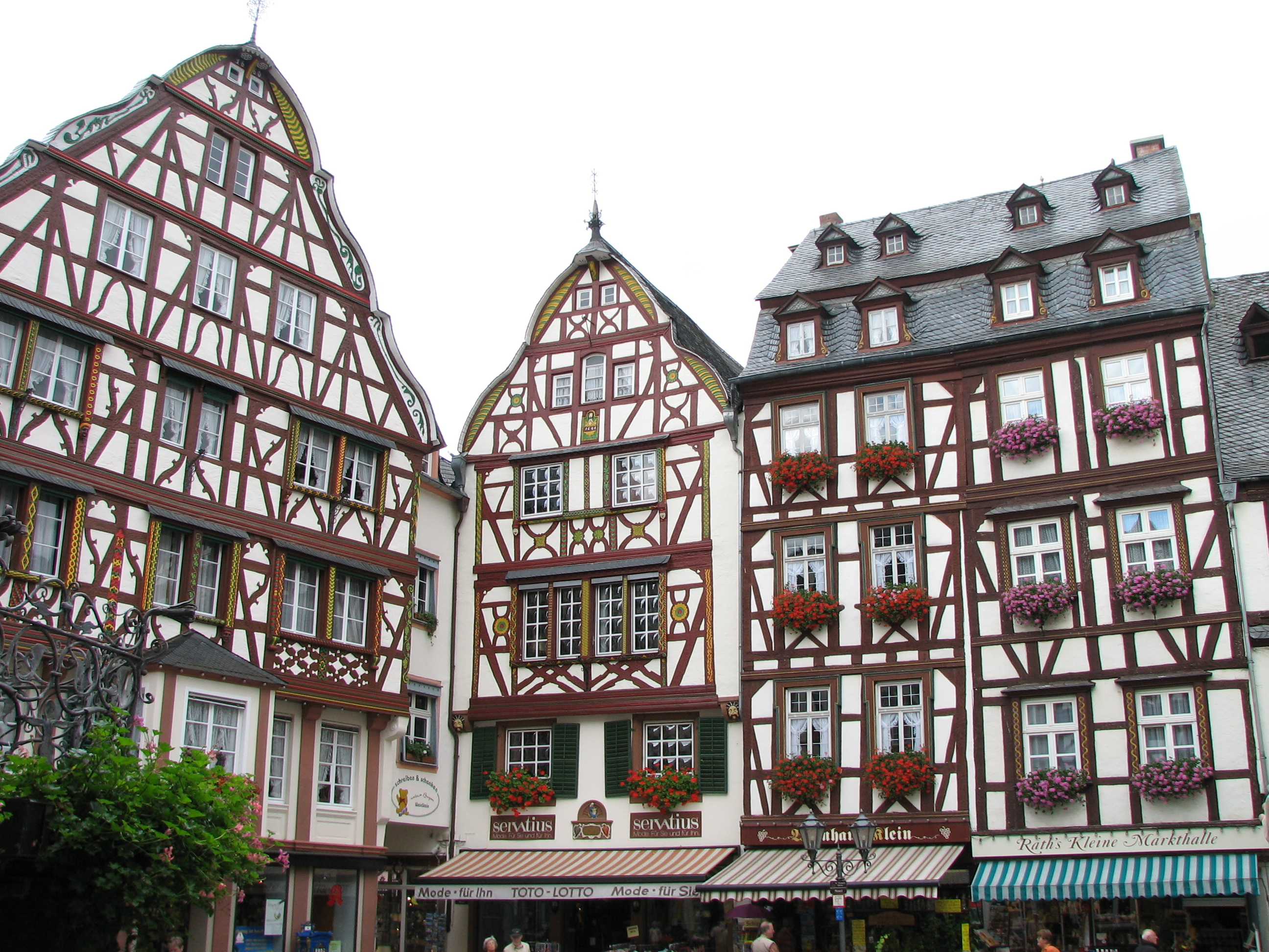 File marktplatz bernkastel kues along the river mosel in for German house builders