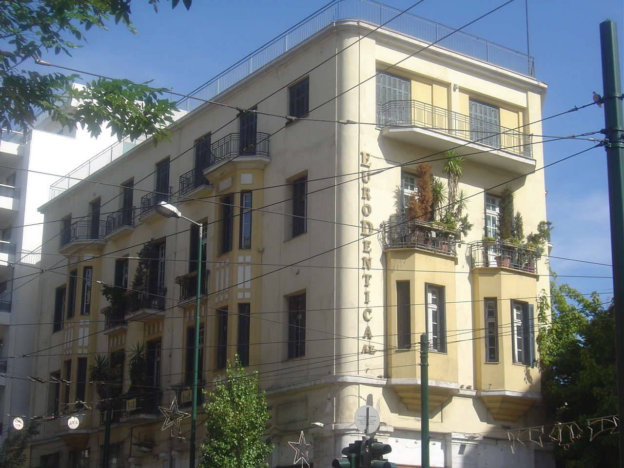 https://upload.wikimedia.org/wikipedia/commons/4/4e/Metaxas_house_in_Athens.jpg