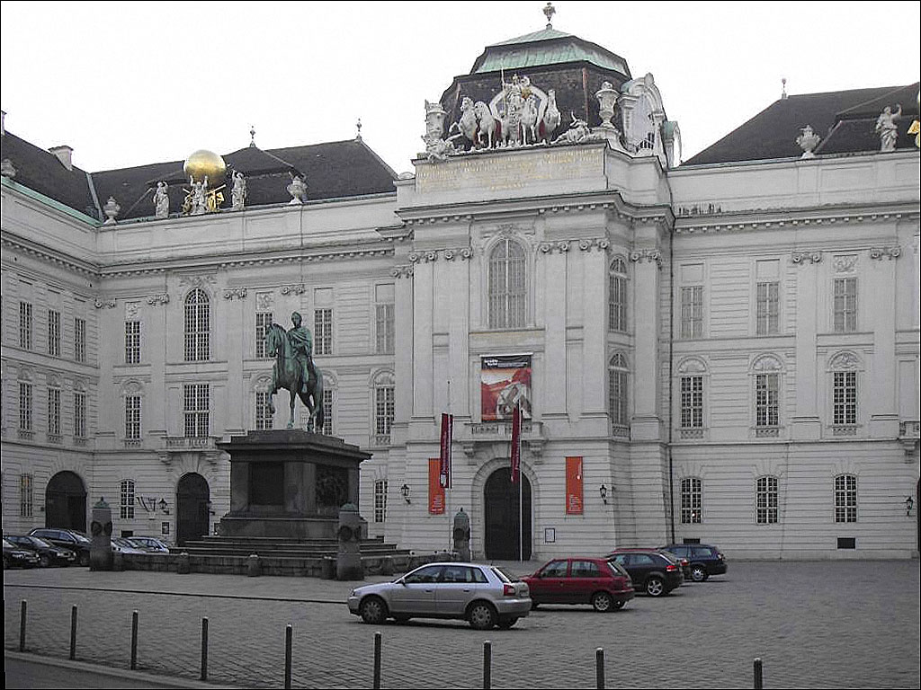 https://upload.wikimedia.org/wikipedia/commons/4/4e/Nationalbibliothek01.jpg