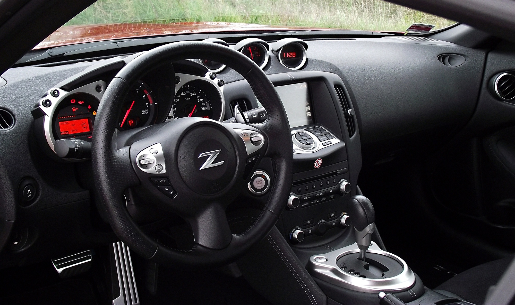 Datei nissan 370z z34 coupe pack automatik 2013 cockpit for Interieur wikipedia