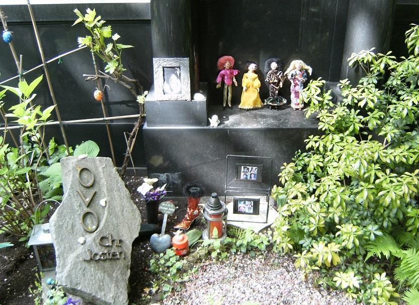 Grave memorial for Ovo Maltine, 16 Apr 1966 - 08 Feb 2005