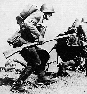 Soubor:Polish infantry in attack 1939.jpg