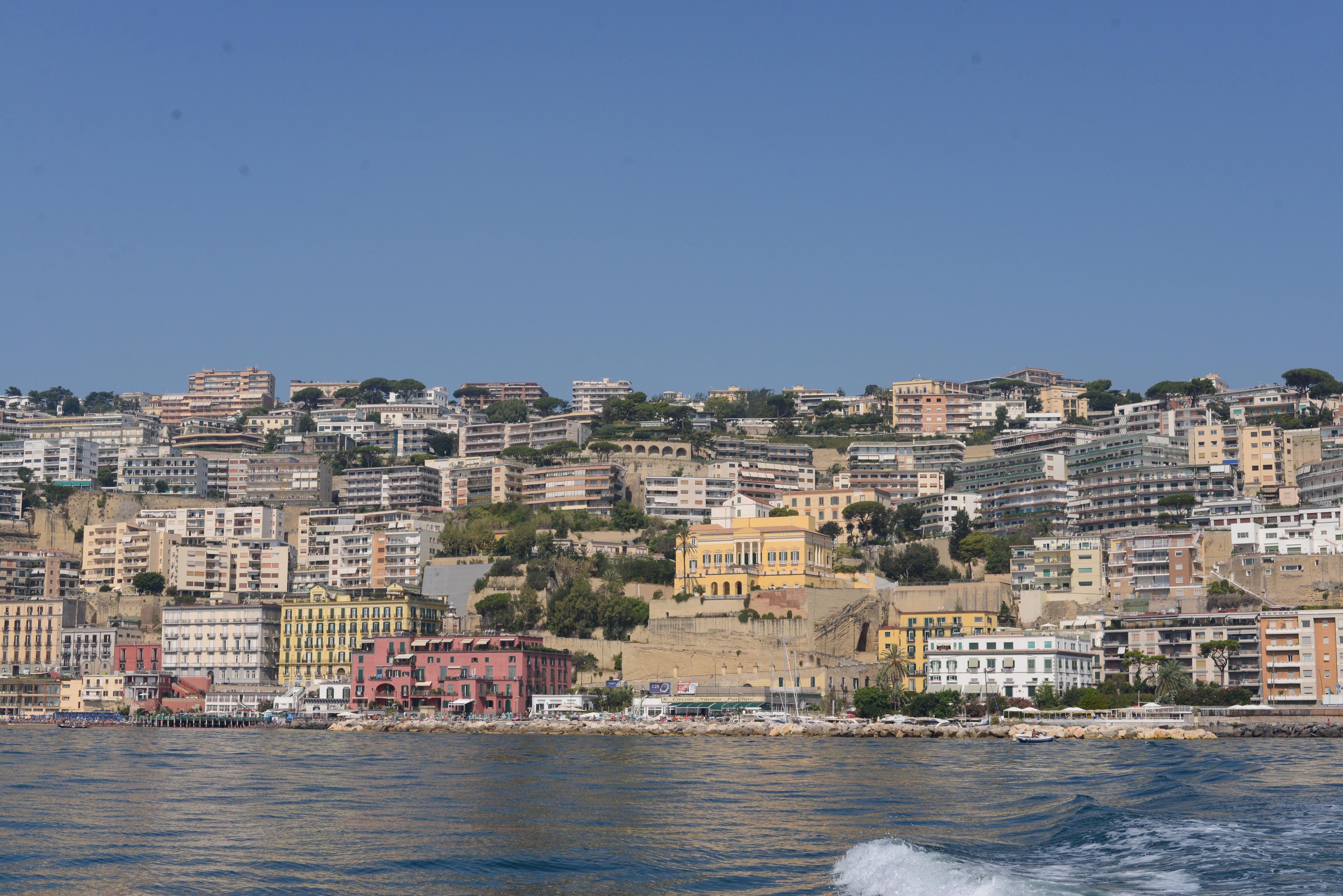 File:Porticciolo del Circolo Posillipo.jpg - Wikimedia Commons