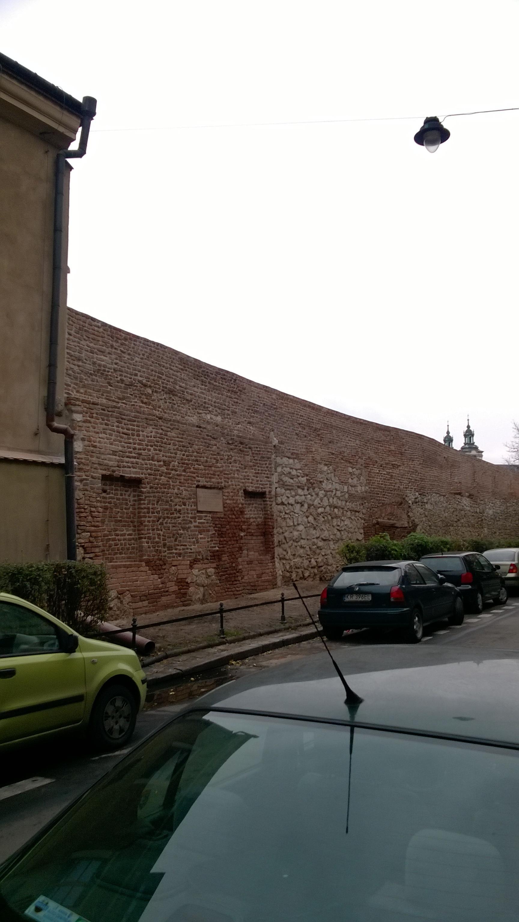 Renovated defenive wall of Kazimierz, 2015.jpg Polski: Mury obronne miasta Kazimierza po renowacji w 2015 Date 11 November 2015, 13:25:03