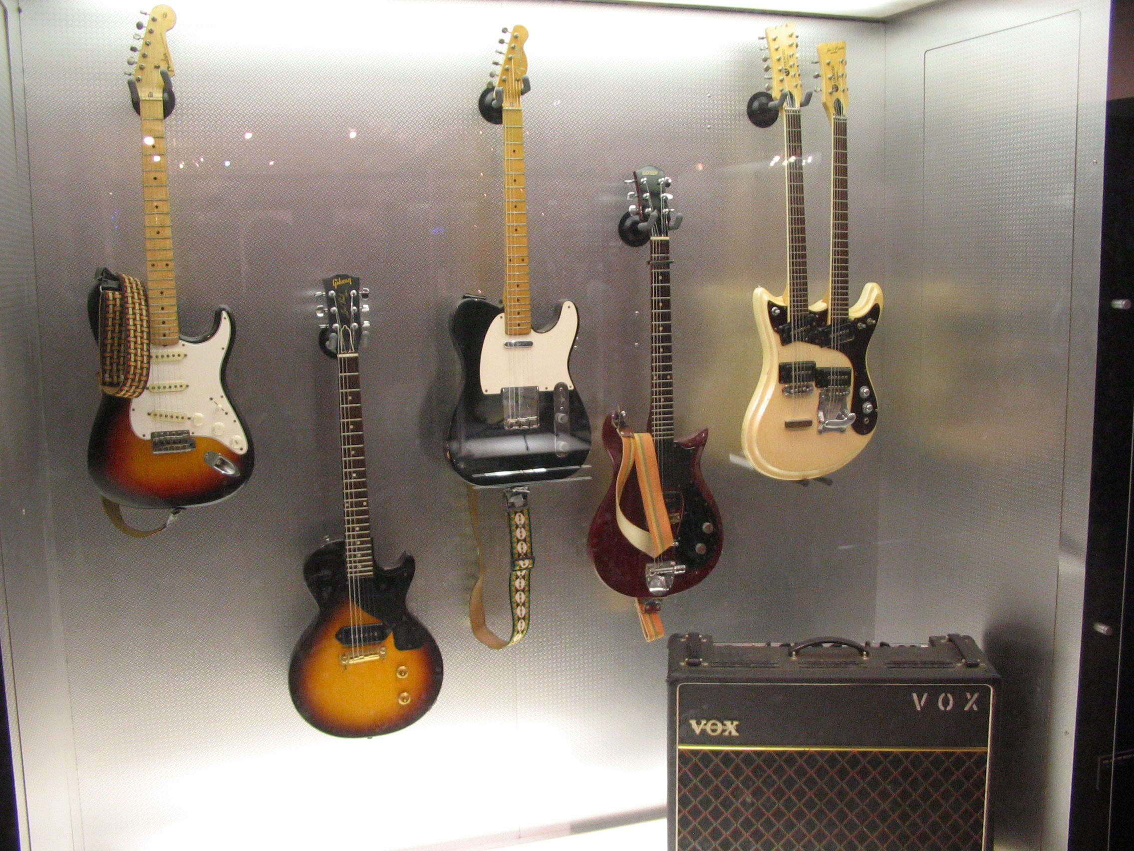 File Rory S Vox Amp Guitars Jpg Wikimedia Commons